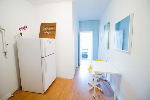 . 2 Bedrooms Apartment near Kensington Market – Unit 1