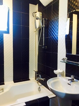 COUNTRY INN  BAGGAO- ANNEX Bathroom