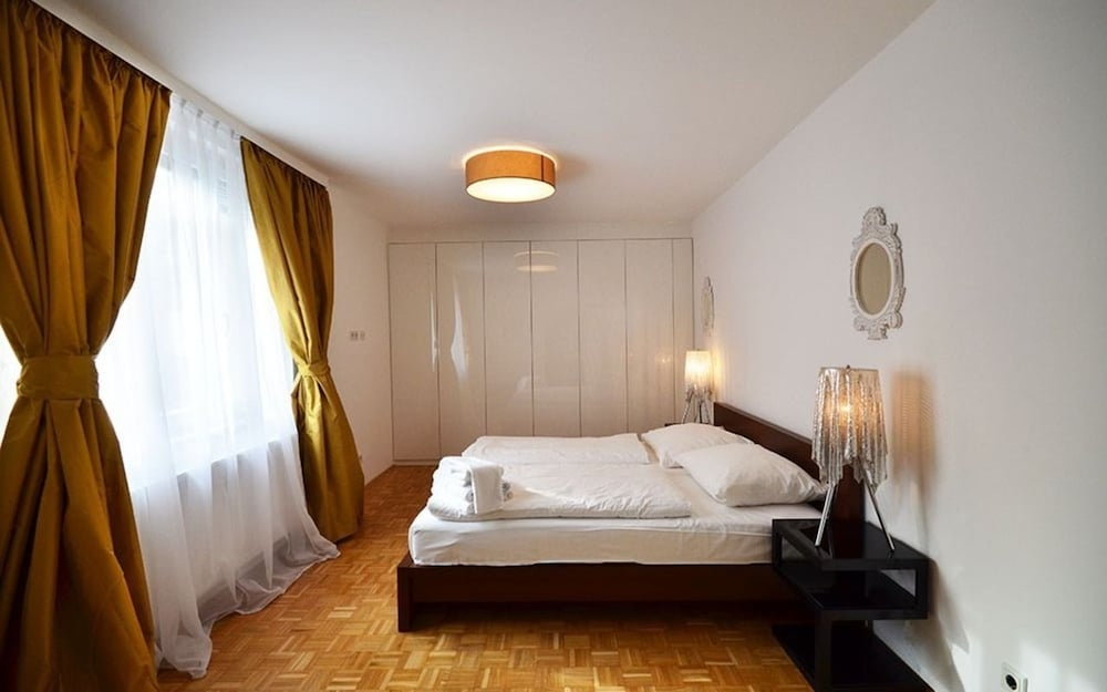 Vienna Residence Timeless Apartment With Viennese Charme for up to 2 P