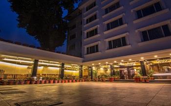 Hotel - Comrade Inn