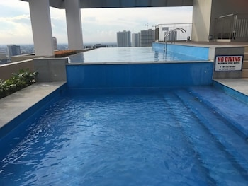 MY CITY HOME AT VINIA RESIDENCES Indoor Pool