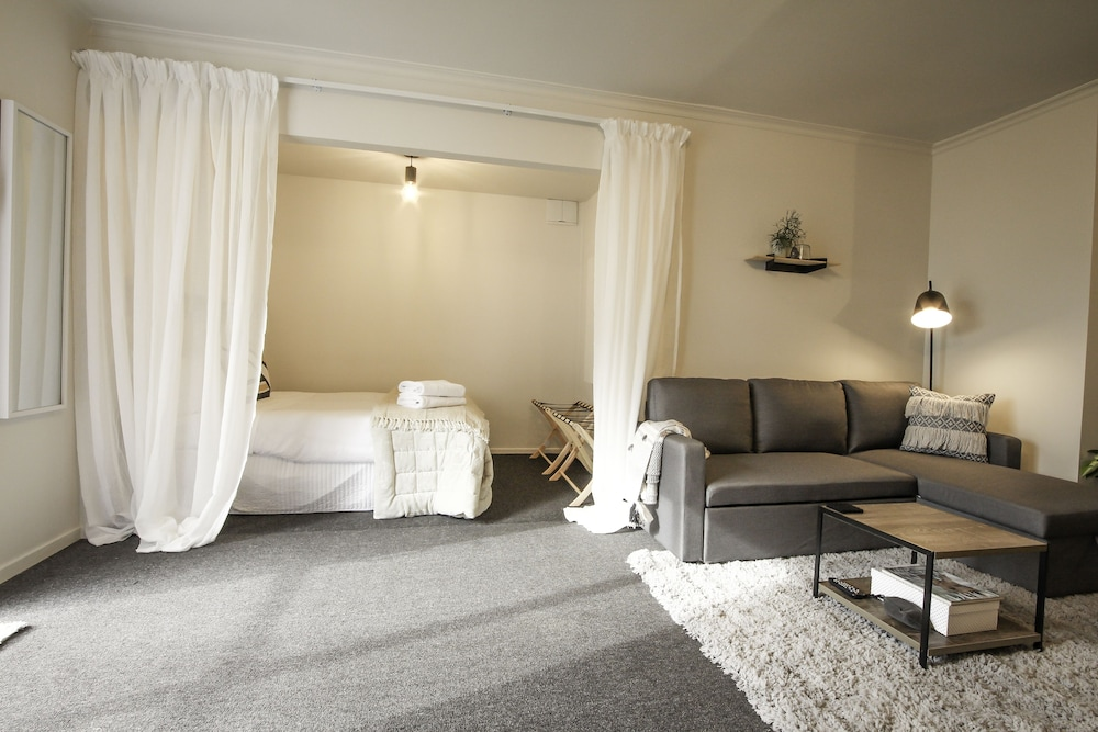 Simple Guest House - Central Location