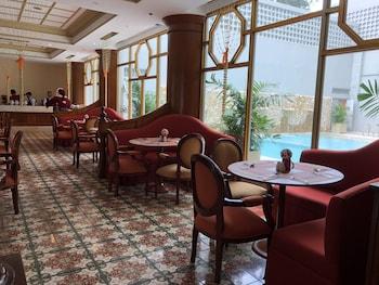 MANILA PRINCE HOTEL Breakfast Area