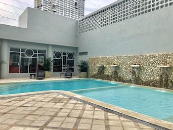 MANILA PRINCE HOTEL Pool