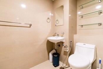 AVIDA 34TH Bathroom