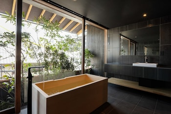 LUXURY HOTEL SOWAKA Bathroom