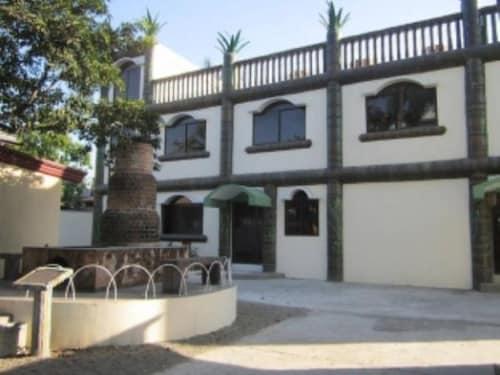 DDD Habitat Bacolod Apartments, Bacolod City