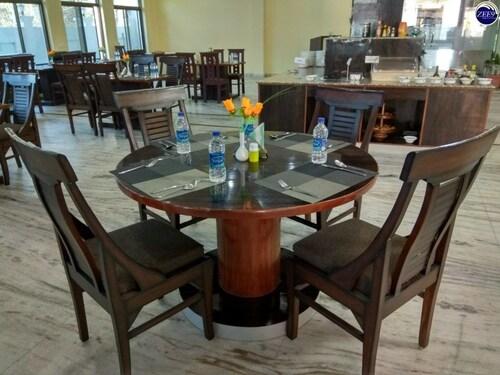 . Hotel Om Residency