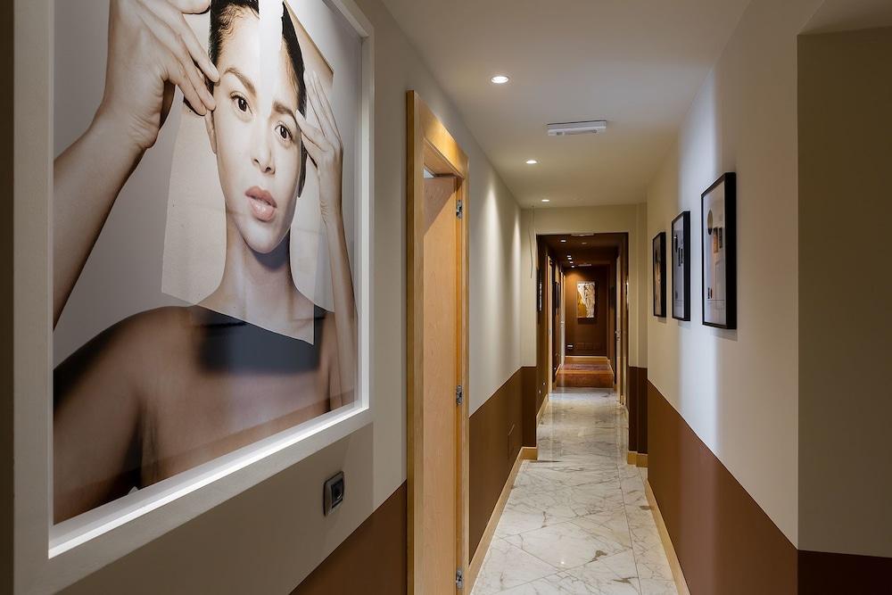 https://i.travelapi.com/hotels/28000000/27290000/27284700/27284678/22b851ea_z.jpg