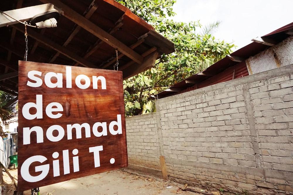 Salon de Nomad Gili T.