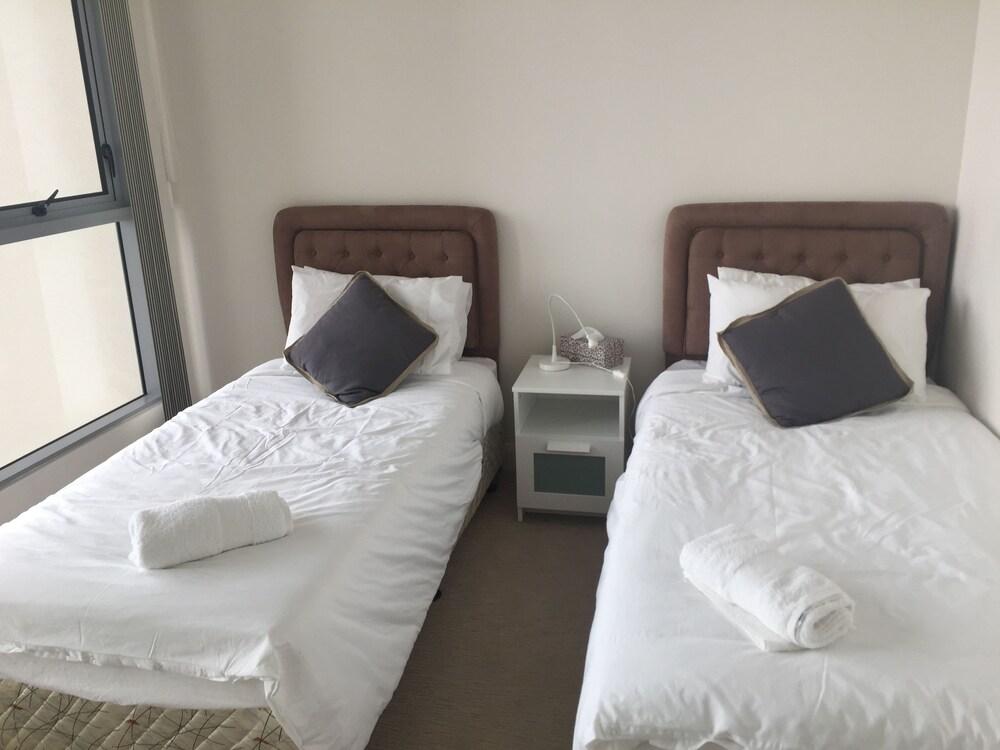 2 ベッドルーム ハイ ライズ アパートメント