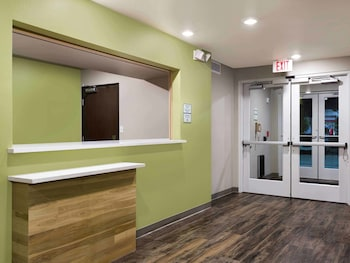 WoodSpring Suites Chicago, Carol Stream