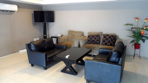 19 Avenue Apartment By Roomz, Tangerang