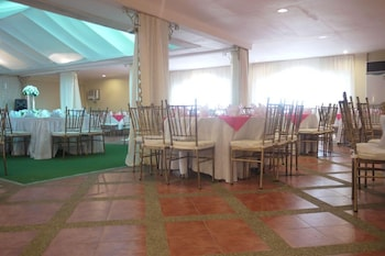 NEW CROWN HOTEL Banquet Hall