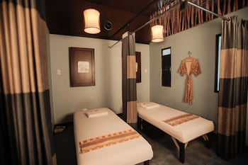 NEW CROWN HOTEL Treatment Room