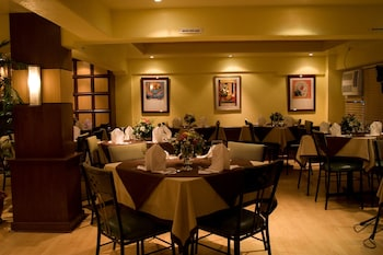 NEW CROWN HOTEL Restaurant
