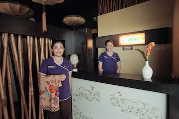 NEW CROWN HOTEL Spa Reception
