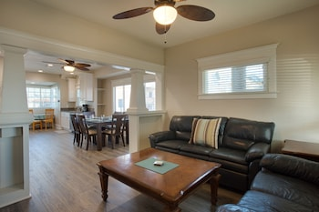 2000 Court Ave 4 Bedrooms 2 Bathrooms Home