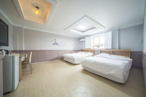 Gyeong's Hostel, Buk