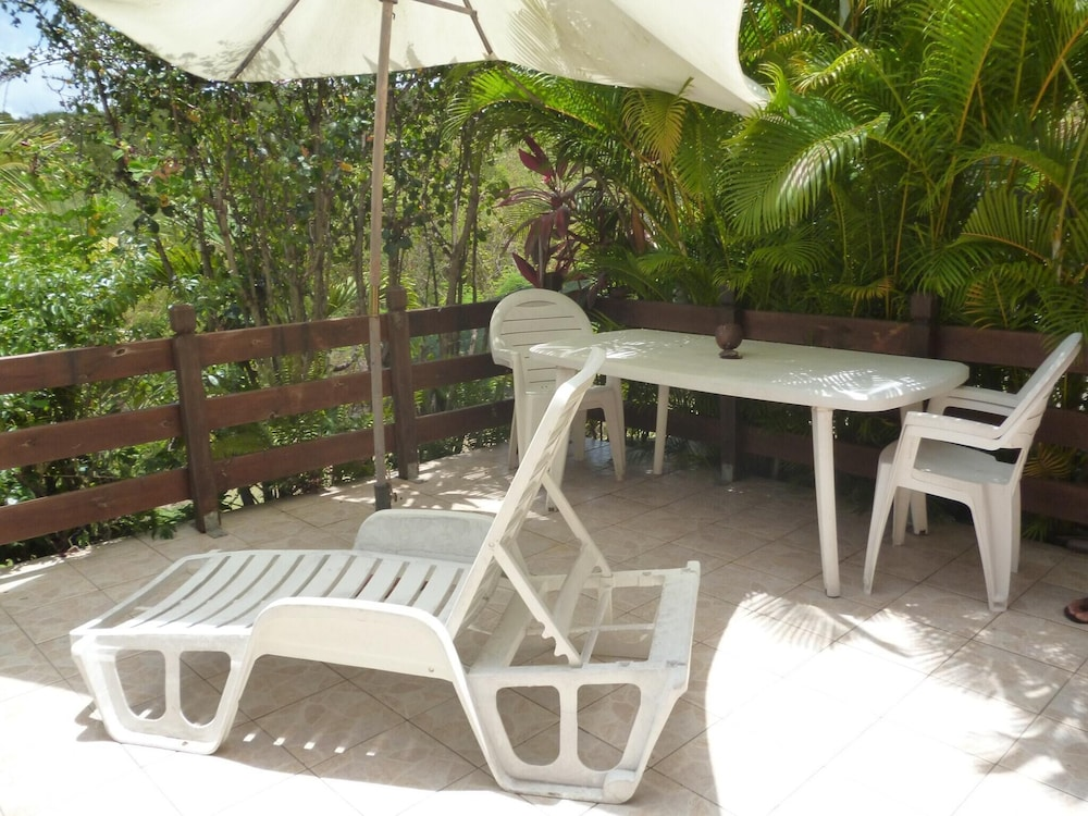 Studio in Marigot, With Wonderful sea View, Enclosed Garden and Wifi