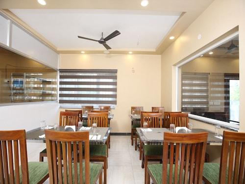 OYO 13302 Hotel Ashvattha, Kancheepuram
