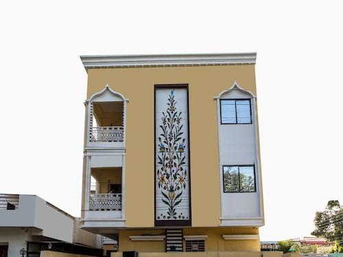 OYO 12362 Hotel Emerald Park, Indore
