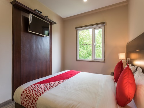 OYO 12360 Hotel Eco Stay, Indore