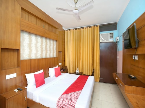 OYO 5906 Hotel Parvaaz, Sahibzada Ajit Singh Nagar