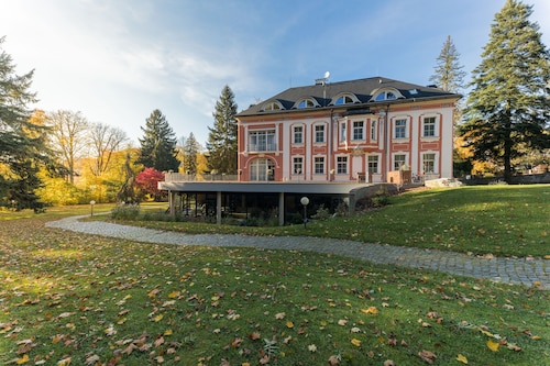 __{offers.Best_flights}__ Wellness & Spa hotel Villa Regenhart