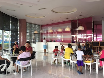 AZURE URBAN RESORT RESIDENCES MAUI TOWER Restaurant