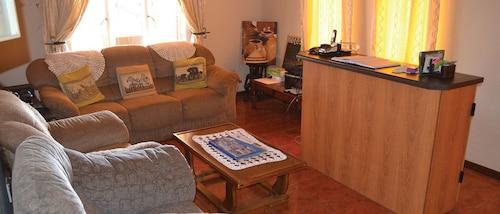 Esme's Guest House, Siyanda