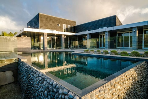 Karaka Luxury Vacation Home with Pool, Franklin