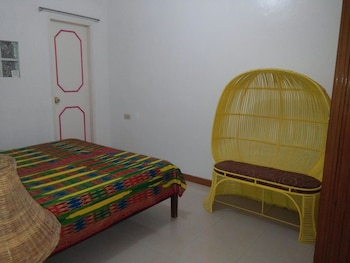 YELLOW HOUSE VACATION RENTAL Room