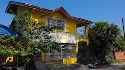 Yellow HOUSE Vacation Rental