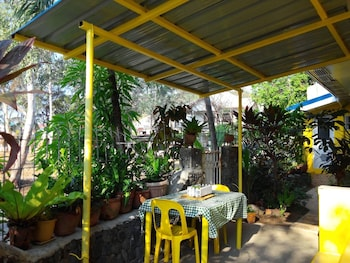 YELLOW HOUSE VACATION RENTAL Outdoor Dining