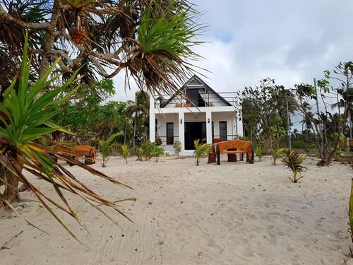 Traditional Filipino Villa Beachfront, Bolinao