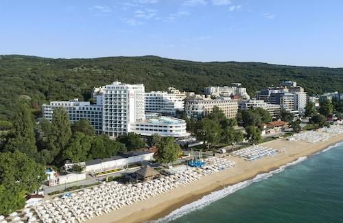 . RIU Hotel Astoria