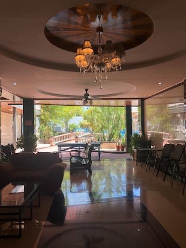 China Town Hotel,