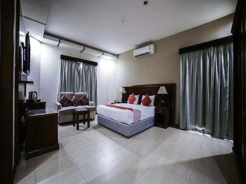 OYO 130 Night Inn Hotel,