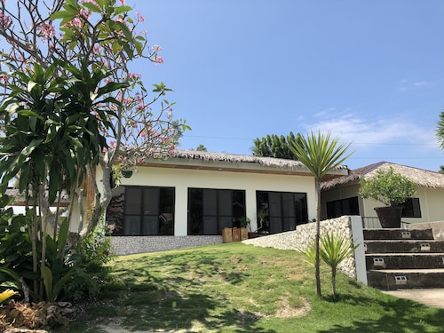 Casa de Moalboal, Moalboal