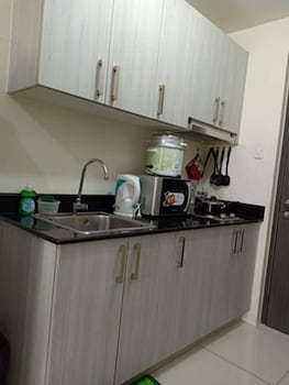 GREEN RESIDENCES CONDOTEL Private Kitchenette