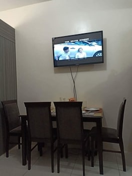 GREEN RESIDENCES CONDOTEL In-Room Dining