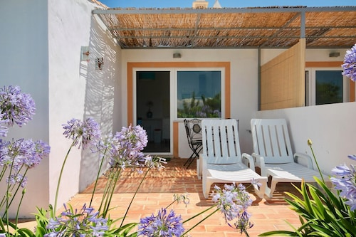 Studio in Faro, With Pool Access, Enclosed Garden and Wifi - 6 km From, Loulé