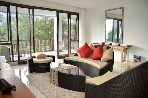 Cempaka 3 Villa Dago Private Pool, Bandung