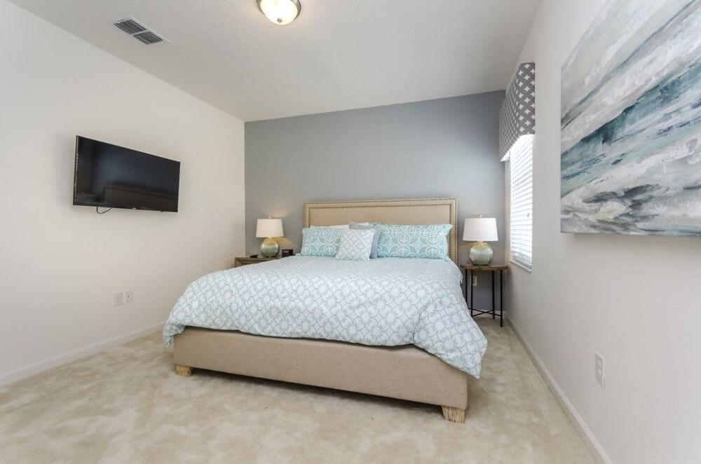 Bella Vida Resort 498 - Eight Bedroom Villa