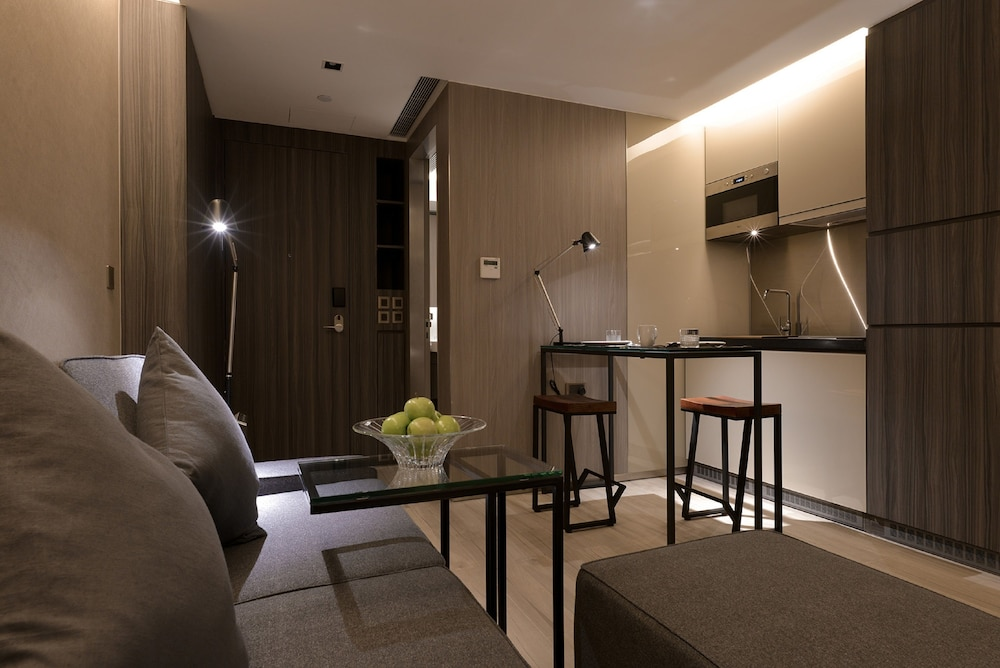 https://i.travelapi.com/hotels/28000000/27590000/27580800/27580728/a6de0d85_z.jpg