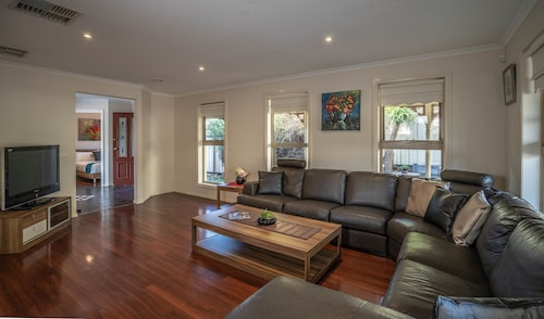 Attwood Lodge - Melbourne Airport, Hume - Craigieburn