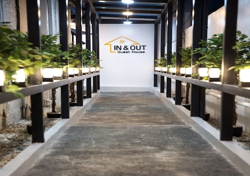 In & Out Guest House, Manila