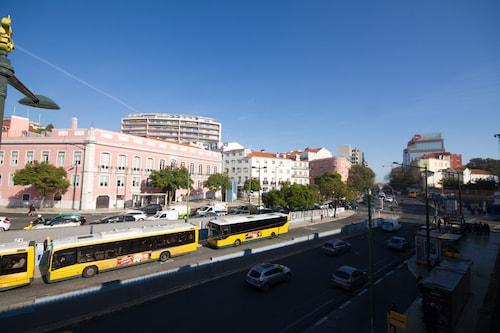 Sweet Lisbon Arts Holiday Apartment, Lisboa