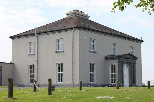 Woodville House